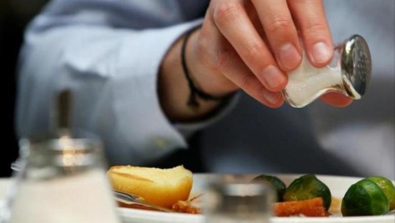 """الإفراط في تناول الملح يضاعف خطر الإصابة بـ""""السكري"""""""