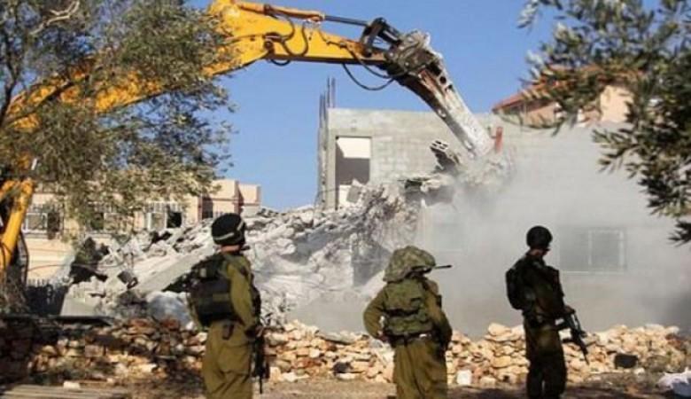 """الاحتلال يوسع من هدم ممتلكات المقدسيين بذريعة """"البناء قرب الجدار"""""""