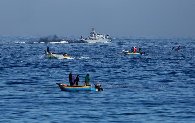الاحتلال يعتقل صيادَيْن شقيقَيْن ببحر شمال غزة