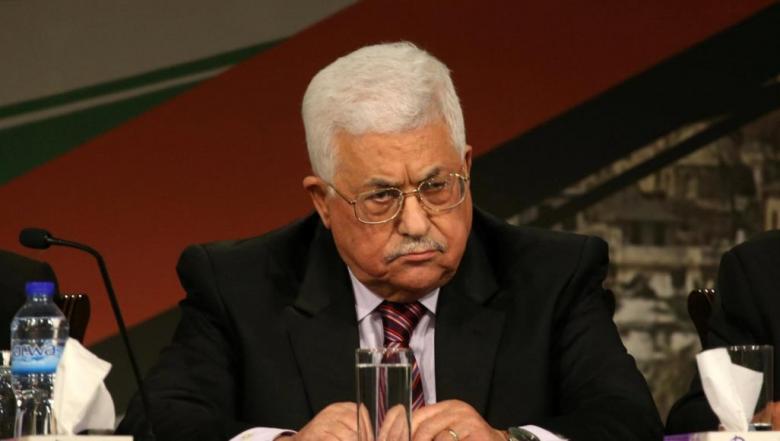 """قيادي يكشف أسباب سلوك عباس"""" الهستيري"""" ضد غزة"""