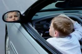 طفل تعلم قيادة السيارة على يوتيوب وهذا ما فعله
