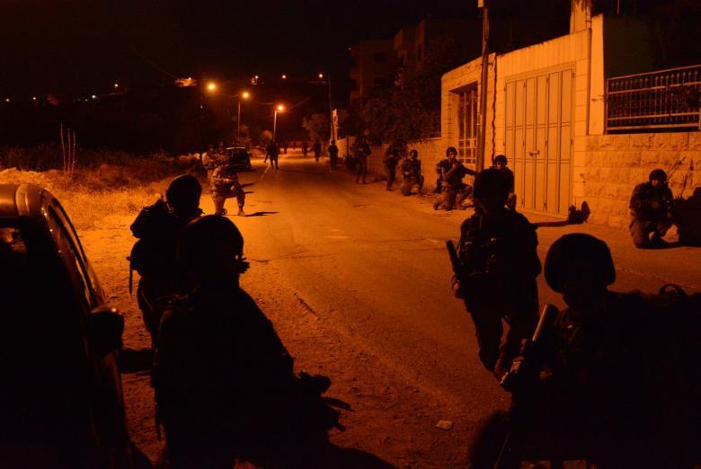 """الاحتلال يشدد إجراءاته العسكرية في القدس ومواجهات في """"أبو ديس"""""""