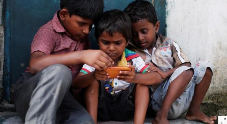 الصحّة: ساعة فقط للأطفال أمام الشاشات يوميًا