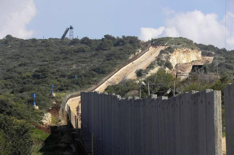 جيش الاحتلال يضع بلوكات إسمنتية وانتشار أمام العديسة