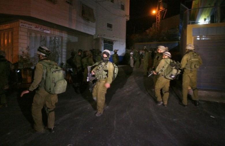 قوات الاحتلال تخطر بهدم 20 متجراً شمال القدس