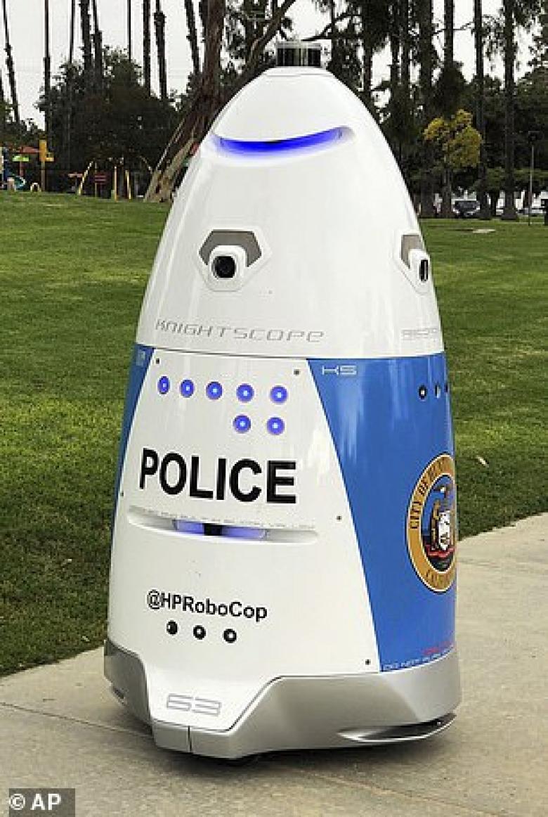 روبوت يعمل كرجل شرطة في أمريكا