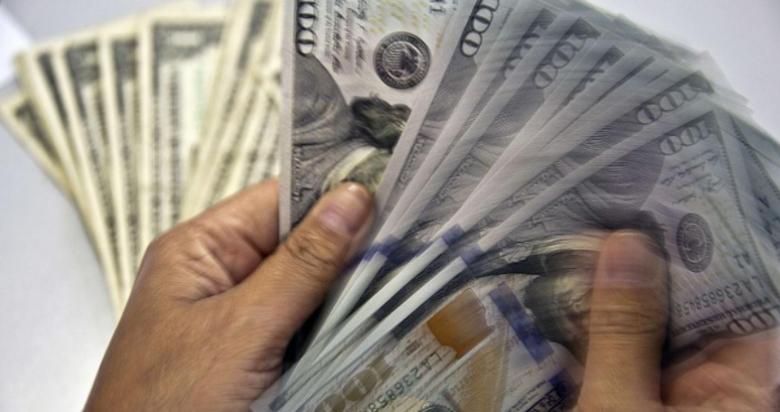 الدولار يتجه صوب أسوأ أداء أسبوعي
