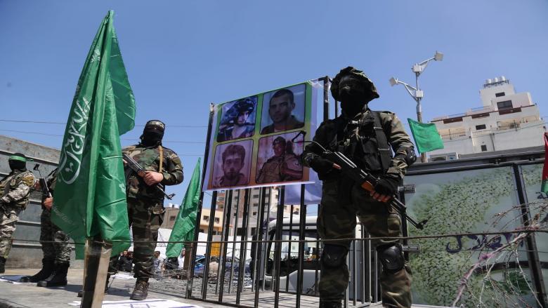 نتنياهو يبلغ عائلات الجنود المحتجزين بشأن إعادتهم