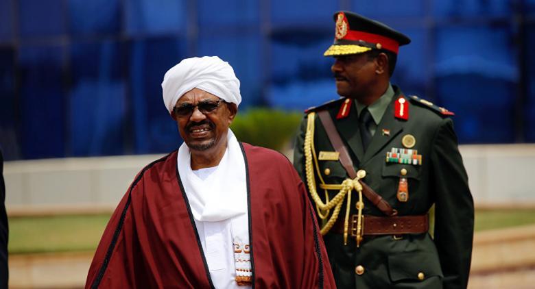 """الشرطة السودانية تصدر بيانا لكشف حقيقة """"هروب البشير"""""""