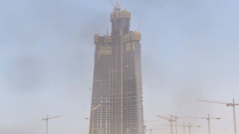 برج جدة يرتقي نحو السماء