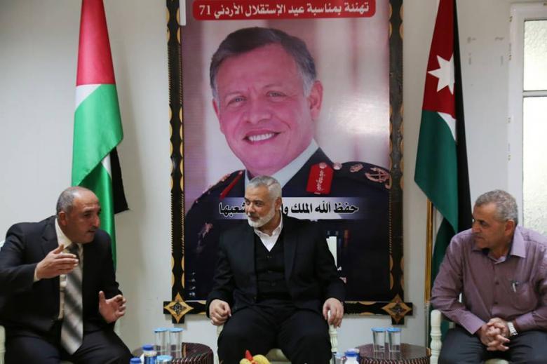 هنية يزور المستشفى الميداني الأردني