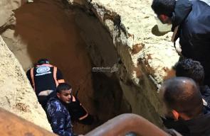 الدفاع المدني ينتشل جثة مواطن توفي بعد انهيار بئر صرف صحي بخانيونس