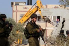 الاحتلال يهدم منزل عائلة أبو سنينة جنوب الأقصى
