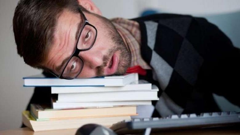 الحرمان من النوم يغير رؤيتنا للعالم من حولنا