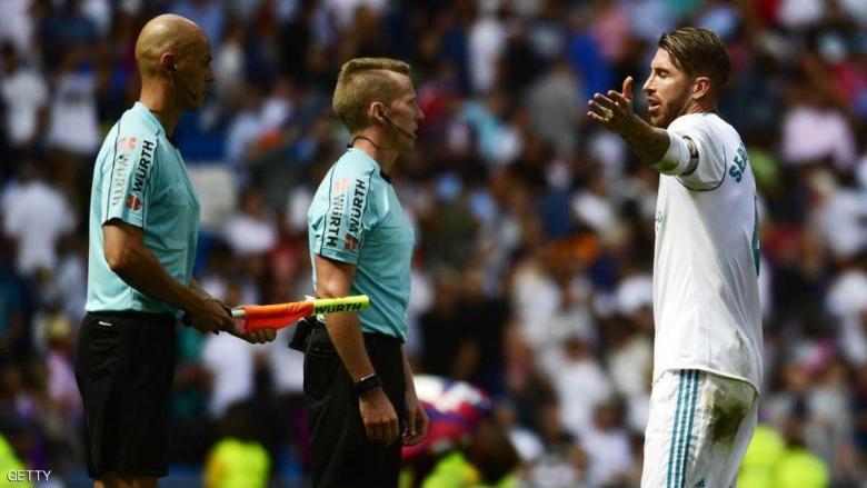 جمهور ريال مدريد يصب جام غضبه على الحكم