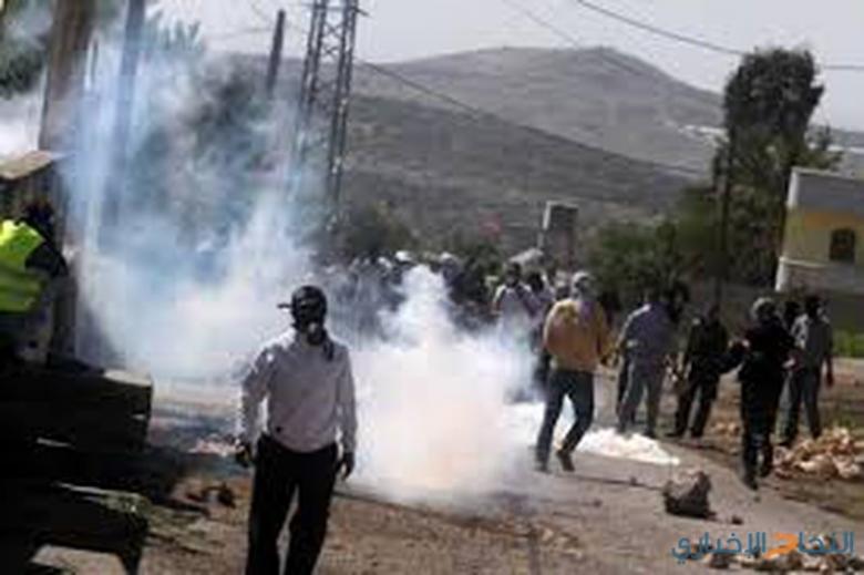 إصابة صحفي بجروح والعشرات بالاختناق في كفر قدوم