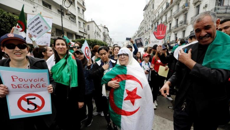 الجزائر.. تهافت على شراء الأغذية بعد دعوات لعصيان مدني