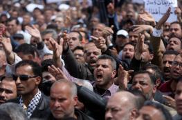 السلطة تدفع موظفيها في قطاع غزة نحو الهاوية