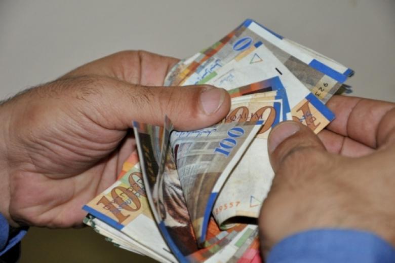 انخفاض ملحوظ على سعر صرف الدولار