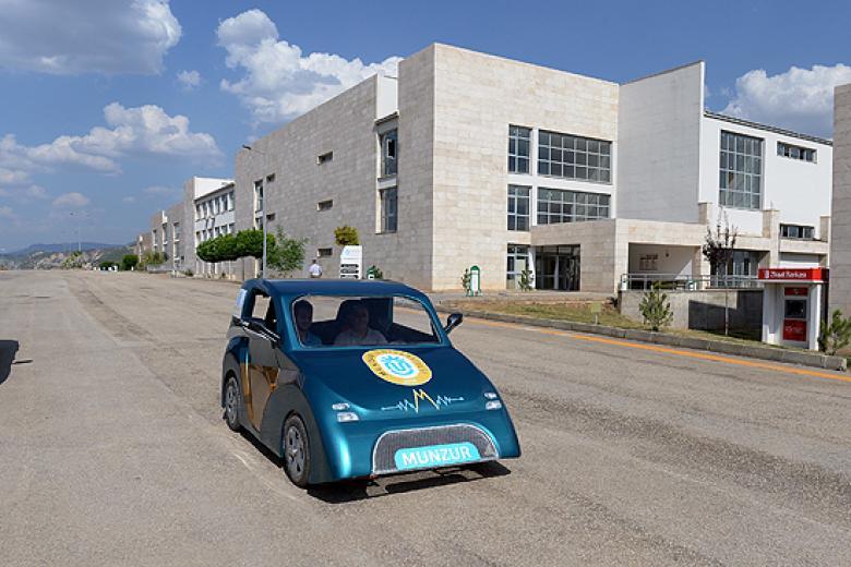 أتراك يطورون سيارة تقطع 130 كيلومترًا بأقل من نصف دولار
