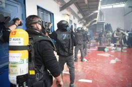 """قوات القمع الإسرائيلية تقتحم قسم """"3"""" بسجن النقب"""