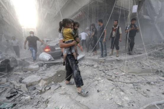 ارتفاع قتلى غارات حلب والنظام يحشد لمعركة بالمدينة