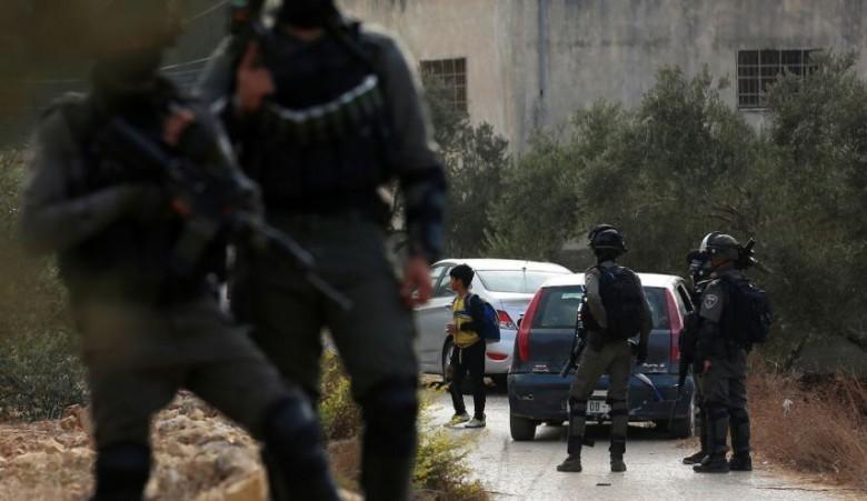 الاحتلال يصيب طفلاً ويعتقله جنوب بيت لحم