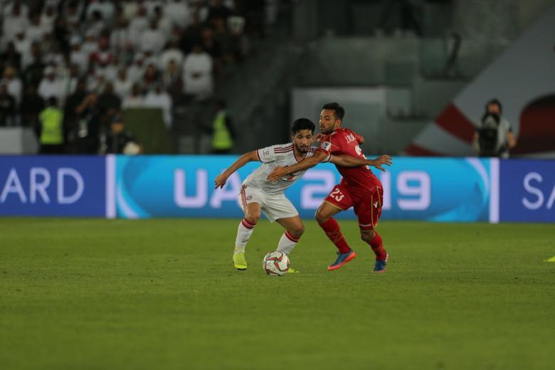 الإمارات تنجو من فخ الافتتاح أمام البحرين