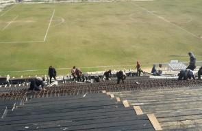 بلدية النصيرات تواصل العمل بمدرجات الملعب البلدي