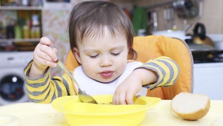 9 أطعمة ضرورية لتقوية مناعة الطفل