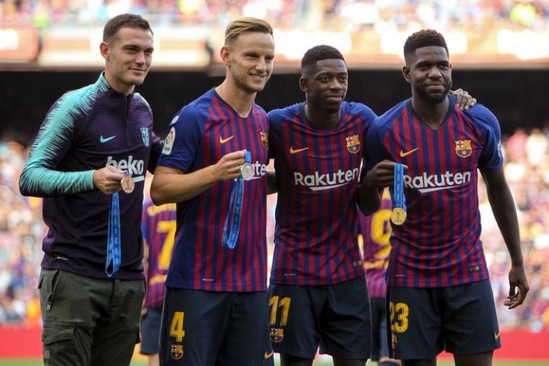 برشلونة في مأزق بعد إعلان مدة غياب مدافعه