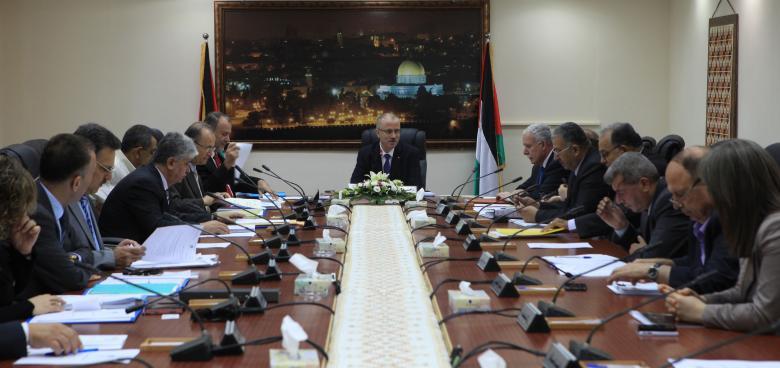 الحكومة تدعو لتضافر الجهود لحل أزمة الكهرباء بغزة