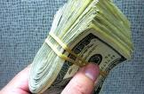 إحباط محاولة تهريب آلاف الدولارات للخارج داخل عبوات جبنة