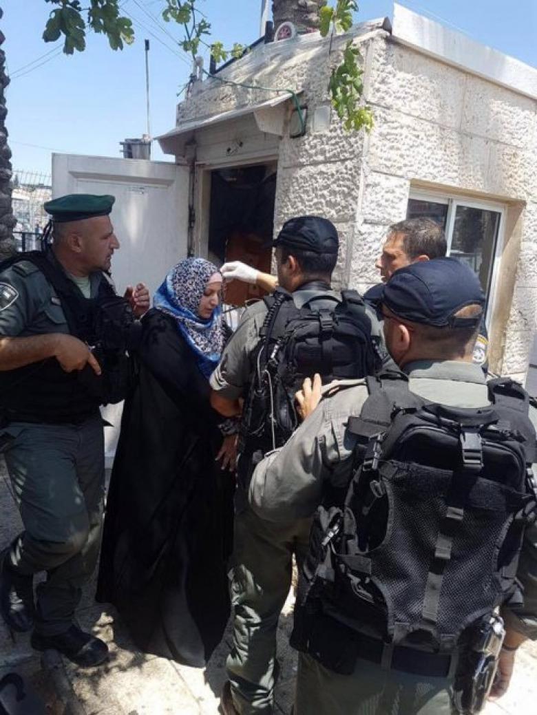 الاحتلال يعتقل سيدة في القدس بزعم تنفيذها عملية طعن