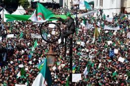 """الجزائر.. """"مادتان"""" تقسمان الشارع وتحددان ملامح المستقبل"""