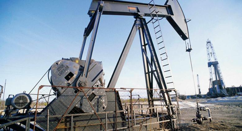 النفط يصعد لأعلى مستوى بسبب القتال الدائر في ليبيا