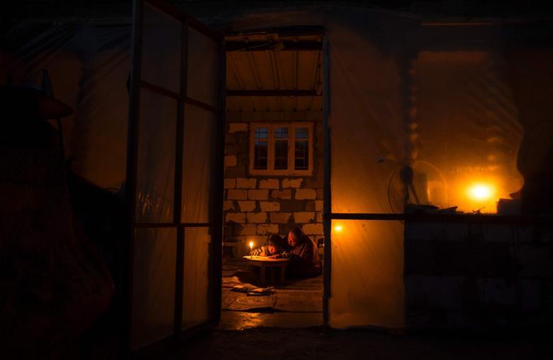 كهرباء غزة: العمل بجدول 4 ساعات وصل و 12 قطع
