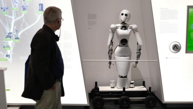 دراسة لأوراكل.. 63% من الموظفين يفضلون الروبوت على المدير في العمل