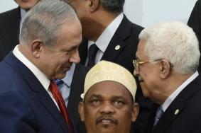 نتنياهو يصافح عباس بمؤتمر المناخ في باريس