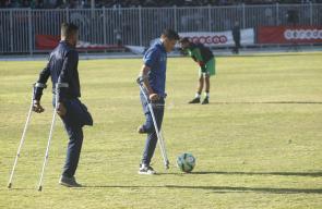 لاعبي كرة القدم لمبتوري الأقدام يلفتون الأنظار في كأس غزة