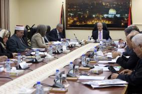 الحكومة تستنكر احتجاز الاحتلال لنصف مليون شيقل
