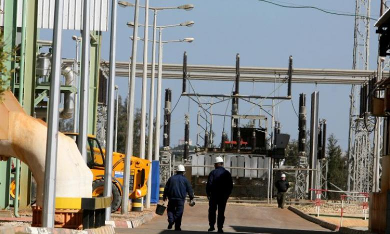 شركة الكهرباء توضح سبب الانقطاع المفاجئ للتيار بغزة