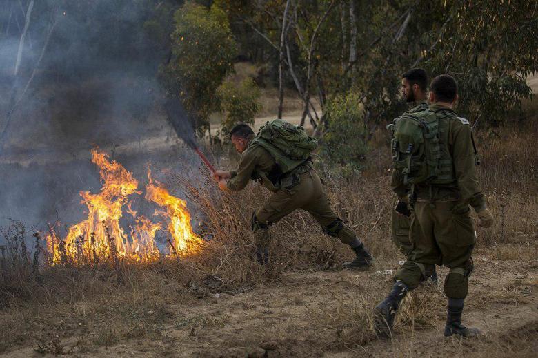 22 حريقاً في غلاف غزة جراء الطائرات والبالونات الحارقة