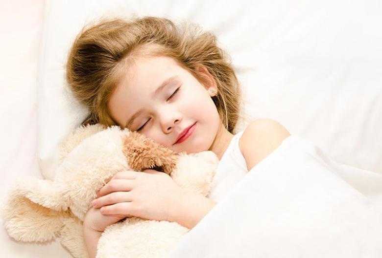 طرق تساعد طفلك على النوم