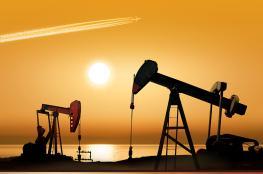 النفط يهبط وسط مخاوف من تباطؤ الاقتصاد العالمي