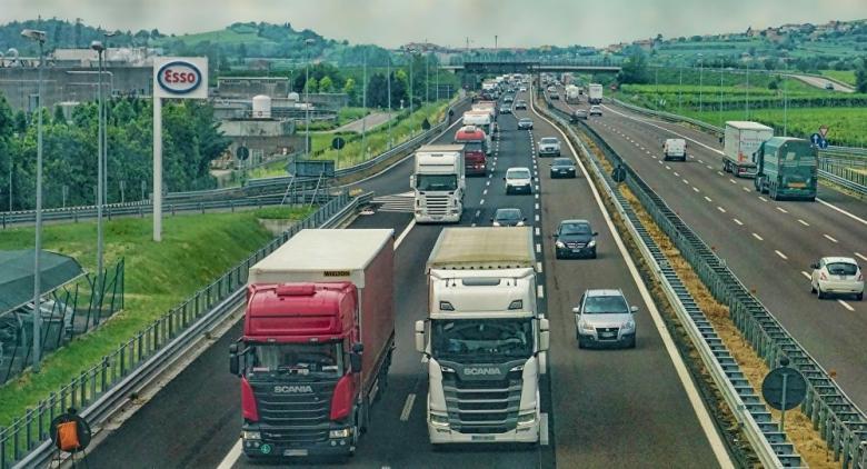 """ألمانيا تختبر أول """"طريق كهربائي سريع"""" للشاحنات"""