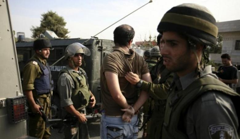 الاحتلال يعتقل شابين أحدهما أسير محرر من جنين