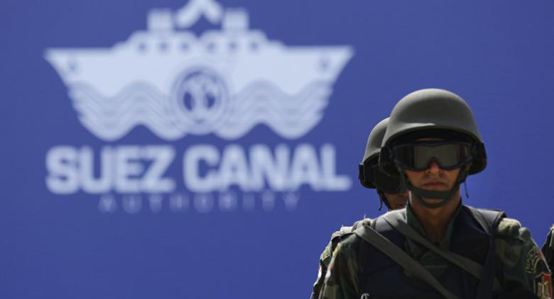 رئيس قناة السويس يوضح حقيقة منع عبور السفن المتجهة إلى سوريا