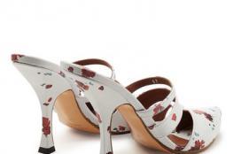 """أحذية """"البغال"""" أحدث صيحات الموضة"""