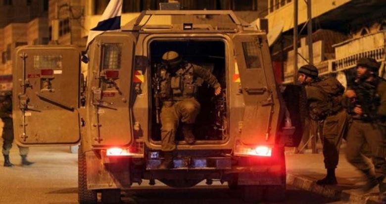 اعتقال 14 مواطناً من مدن الضفة المحتلة